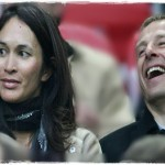 German soccer coach Jurgen Klinsmann, the boss in charge of the U.S National team is married to former model Debbie Chin also known as Debbie Klinsmann, and this lovely soccer wag is the person this article is all about! @futbolife.info